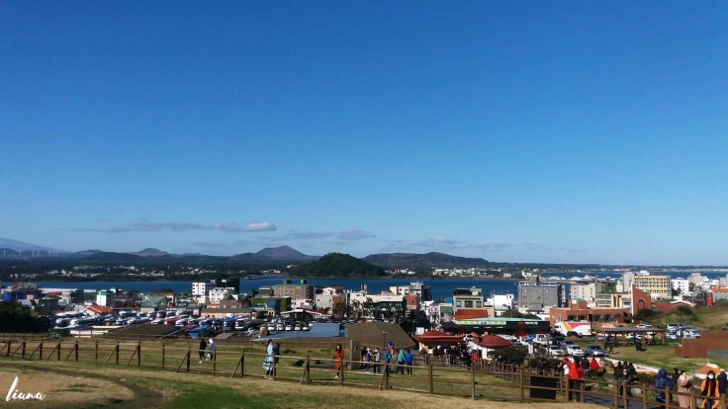 Pemandangan Kota dari Sungsan Sunrise Peak, tempat wisata di Jeju